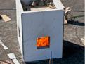 Požár dřevostavby – pohled shora, kde je vidět pytle spískem, jako zatížení stěn