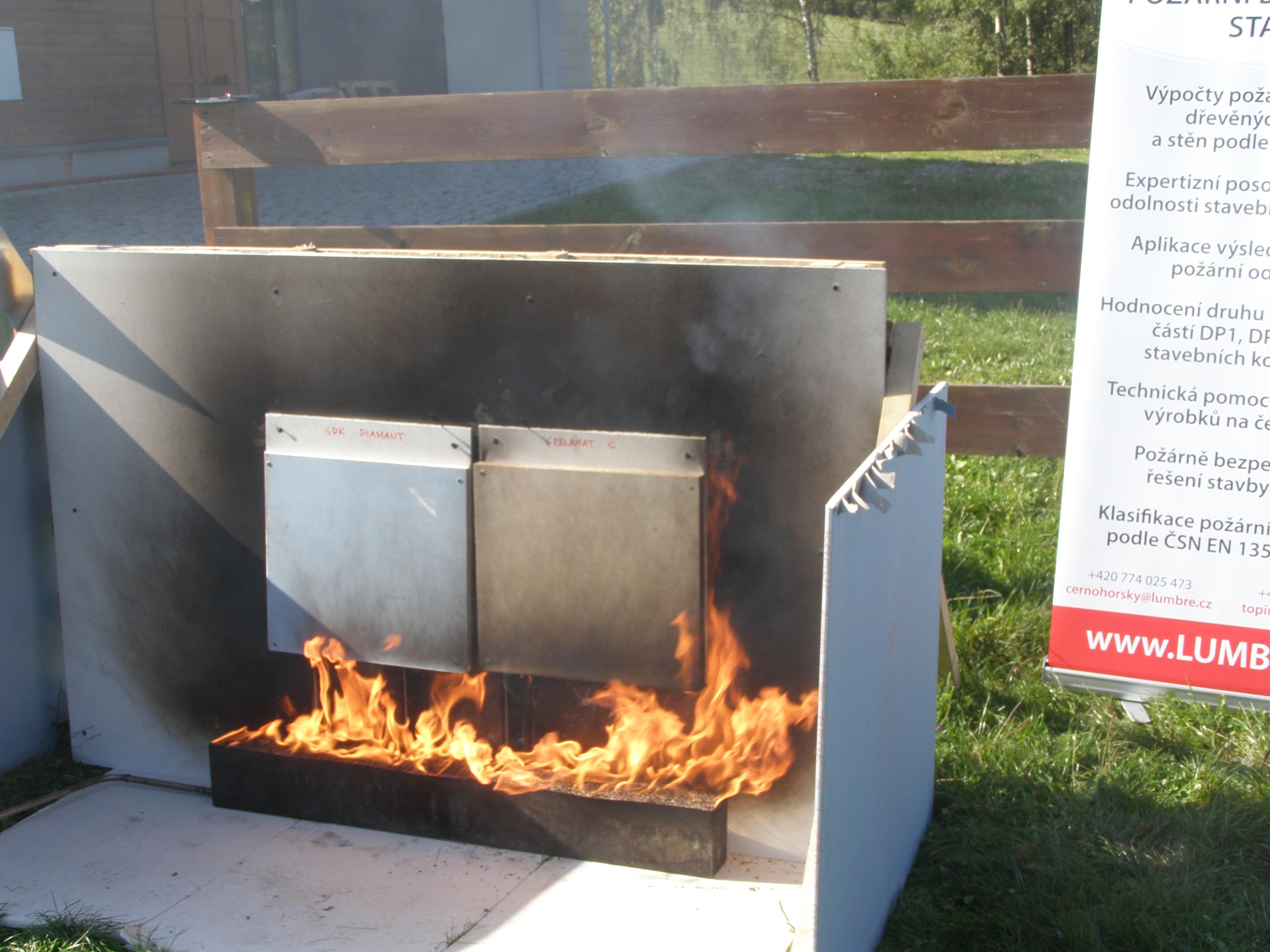 Ukázky hoření materiálů – Knauf Diamant a žáruvzdorná deska