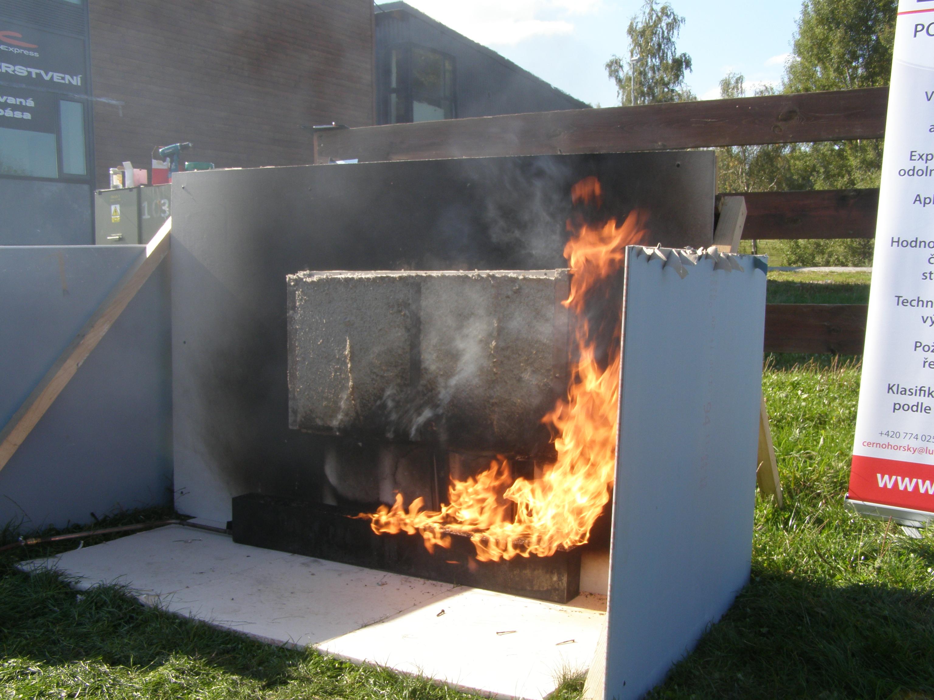 Ukázky hoření materiálů – Celulóza Climacell®
